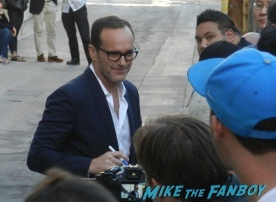 Clark Gregg signing autographs for Fans jimmy kimmel live jennifer love Hewitt diesses people 1