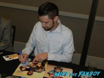 danny pintaro signing autographs Courts Celebrity Show Katherine Helmond now selfie fan photo signing autographs danny pintaro 4