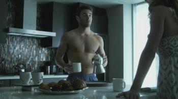 Joshua-Bowman-shirtless in-Revenge-Season-3-Premiere-01