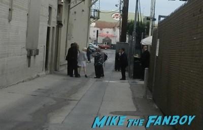 Lena Dunham dissing five fans waiting for autographs 1