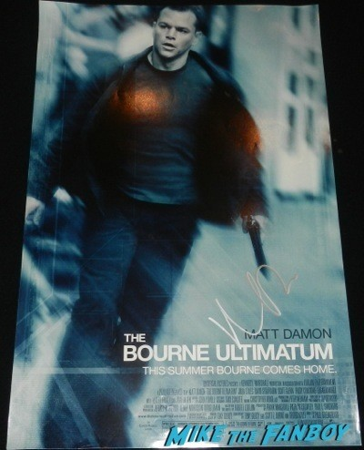 Matt Damon signed autograph bourne ultimatum mini poster signing autographs jonathan silverman 2014 weekend at bernie's   11