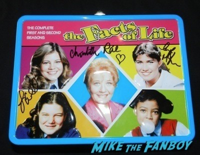Facts of life signed autograph lunchbox The Facts Of Life 35th anniversary reunion nancy Mckeon lisa whelchel   59