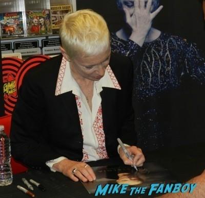 Annie Lennox Amoeba Music lp signing autograph 3