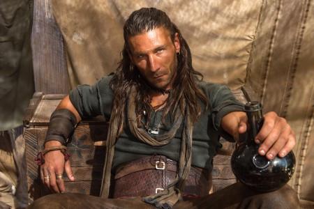 Black Sails season 1 - Vane bottle