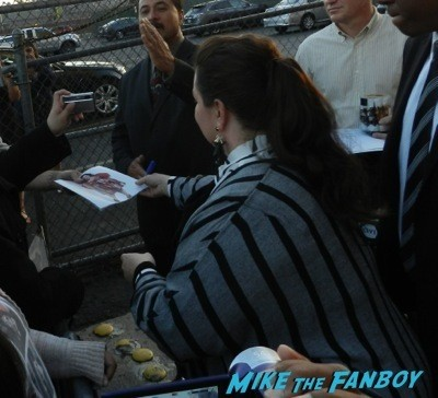 Melissa McCarthy signing autographs jimmy kimmel live 2014  4