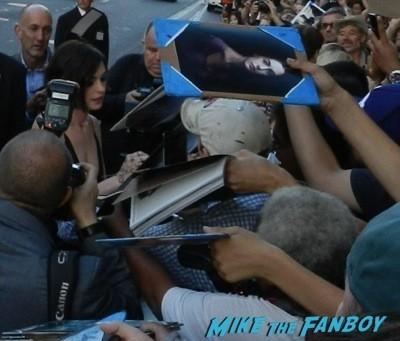 Anne Hathaway signing autographs Interstellar movie premiere Anne Hathaway jessica chastain signing autographs 14