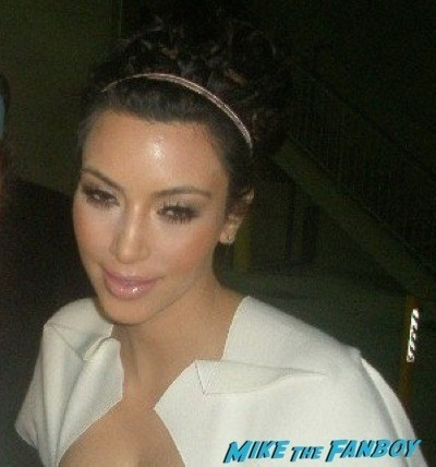 Kim Kardashian fan photo signing autographs jimmy kimmel live 1