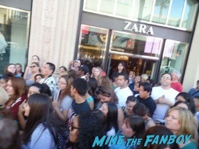 Once Upon A Time premiere lana parilla signing autographs  1