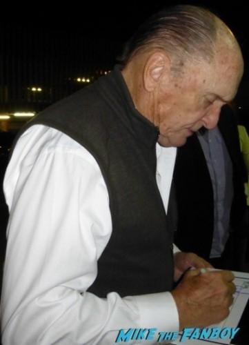 Robert Downey Jr robert duvall signing autographs for fans iron man 1