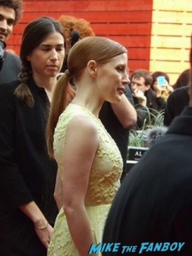 jessica chastain Salome london premiere al pacino signing autograph jessica chastain 12