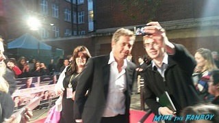 hugh grant fan photo The rewrite UK premiere Hugh Grant signing autographs hot 12
