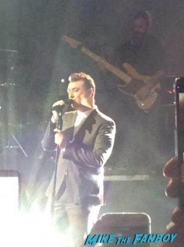 sam smith signing autographs live in concert dallas texas 2014 5