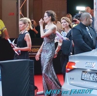 Angelia Jolie Signing autographs australian movie premiere brad pitt 1