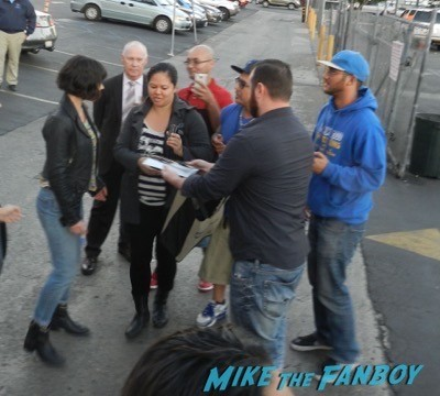 Evangeline Lilly siging autographs jimmy kimmel live 2014 2