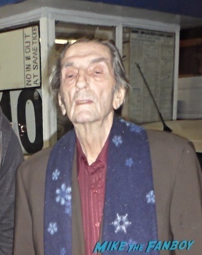 """<a href=""""http://www.mikethefanboy.com/wp-content/uploads/2014/11/Harry-Dean-Stanton-now-signing-autographs-1.jpg""""><img src=""""http://www.mikethefanboy.com/wp-content/uploads/2014/11/Harry-Dean-Stanton-now-signing-autographs-1.jpg"""" alt=""""Harry Dean Stanton now signing autographs 2"""" width=""""400"""" height=""""340"""" class=""""alignnone size-full wp-image-69944"""" /></a>"""