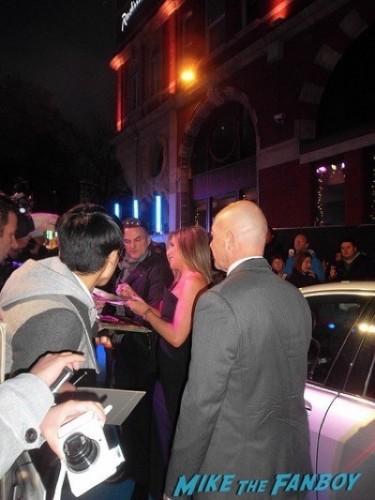 jennifer aniston signing autographs Horrible Bosses 2 premiere london jason sudekis signing autographs 5