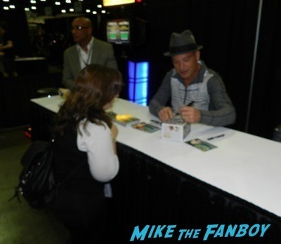 Howie Mandel Signing autographs comikaze 2014 signed  2