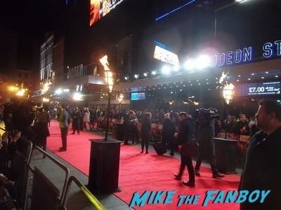 Hunger Games Mockingjay London Premiere Jennifer Lawrence signing autographs liam hemsworth 31