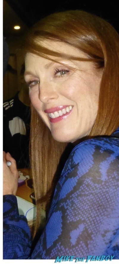 Julianne Moore signing autographs fan photo rare hot 1