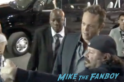Vince Vaughn fan photo selfie signing autographs jimmy kimmel live 2