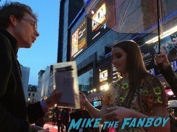 Kaitlyn Dever fan photo signing autographs men women children london premiere   6