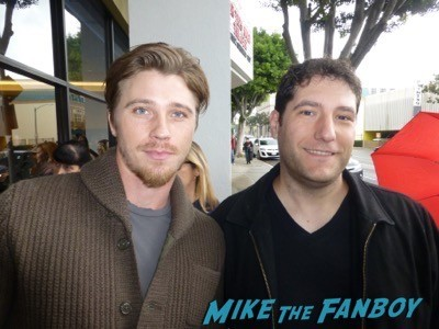 Garrett Hedlund signing autographs fan photo1