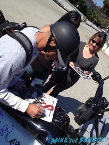 David LaBrava Sons of anarchy on location charlie hunnam signing autographs 16
