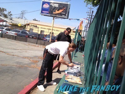 charlie hunnam Sons of anarchy on location charlie hunnam signing autographs 7