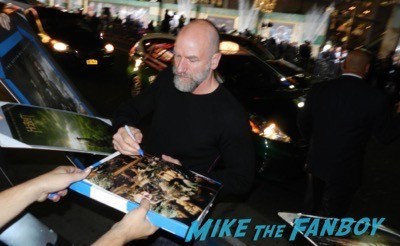 Graham McTavish signing autographs The Hobbit: The Battle of the Five Armies los angeles premiere signing autographs peter jackson 22