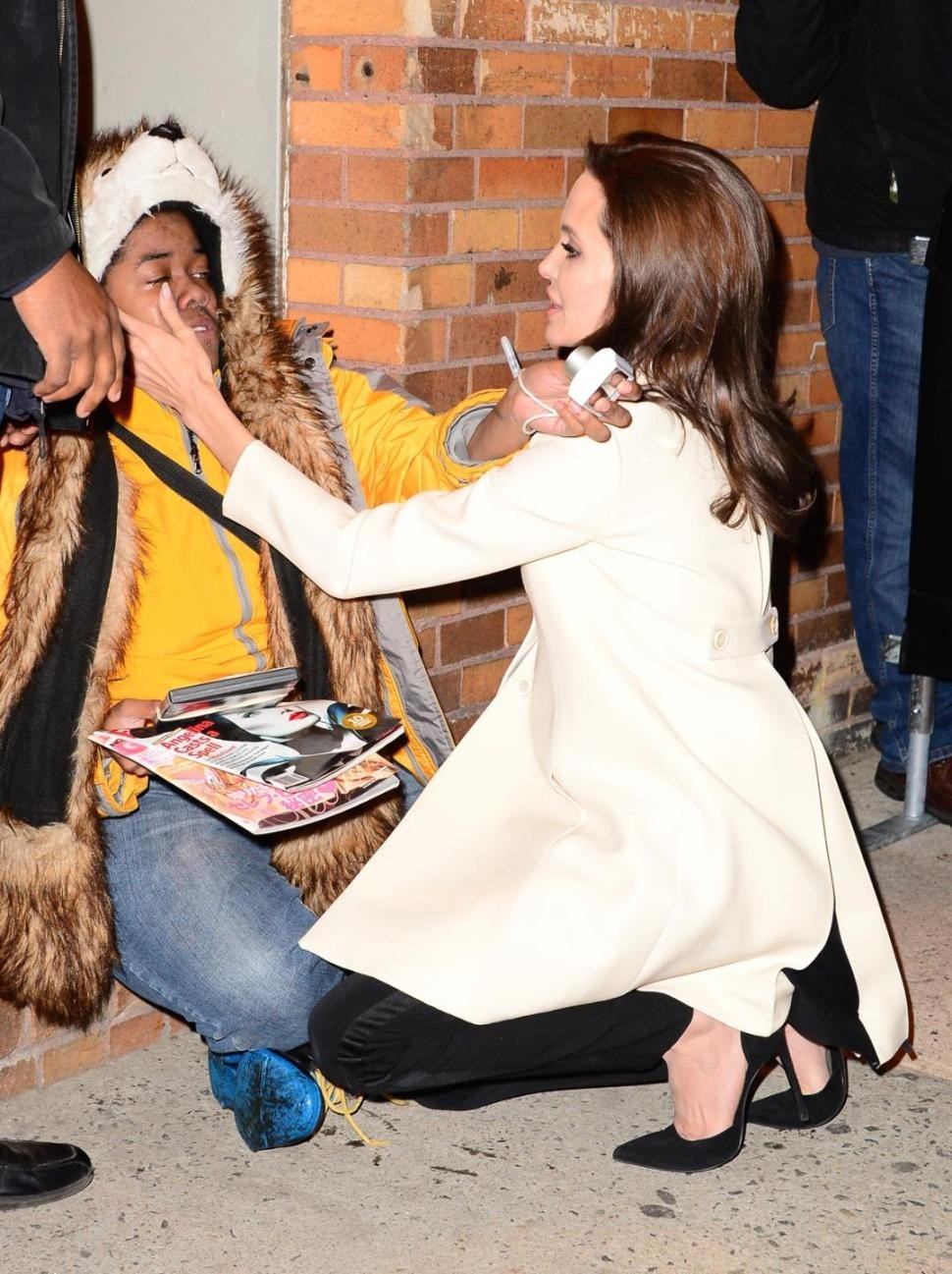 Angelina Jolie comforts fan having a panic attack