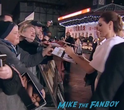 unbroken UK Premiere angelina jolie signing autogaphs 1