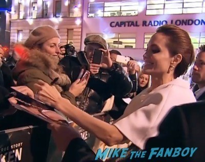 unbroken UK Premiere angelina jolie signing autogaphs 4