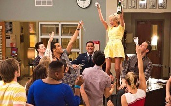 "GLEE: April Rhodes (guest star Kristin Chenoweth, top) celebrates witht the glee club in the ""100"" episode of GLEE airing Tuesday, March 18 (8:00-9:00 PM ET/PT) on FOX. ©2014 Fox Broadcasting Co. CR: Adam Rose/FOX"