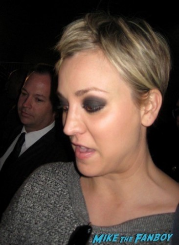 Kaley Cuoco signing autographs jimmy kimmel live 2014 omar epps 5