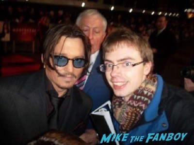 johnny depp fan photo Mortdecai UK Premiere johnny depp signing autographs 5
