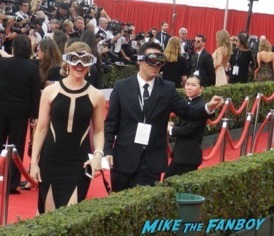SAG Awards 2015 red carpet julia louis dreyfus ethan hawke signing autographs 8