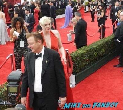 Gwendoline Christie signing autographs SAG Awards 2015 red carpet julia louis dreyfus ethan hawke signing autographs 20