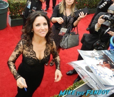 Julia Louis-Dreyfus signing autographs SAG Awards 2015 red carpet julia louis dreyfus ethan hawke signing autographs 26