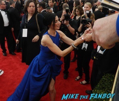 Julianna Margulies signing autographs SAG Awards 2015 red carpet julia louis dreyfus ethan hawke signing autographs 30