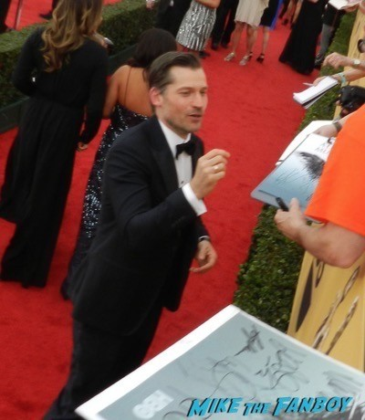 Nikolaj Coster-Waldau signing autographs SAG Awards 2015 red carpet julia louis dreyfus ethan hawke signing autographs 40