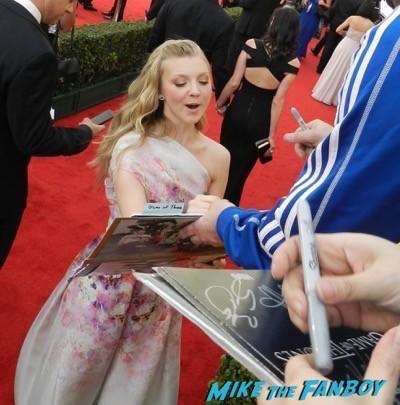 natalie dormer signing autographs SAG Awards 2015 red carpet julia louis dreyfus ethan hawke signing autographs 44