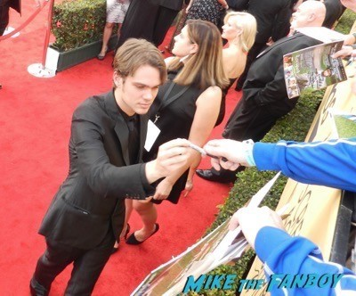 Ellar Coltrane signing autographs SAG Awards 2015 red carpet julia louis dreyfus ethan hawke signing autographs 47