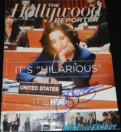 Julia Louis-Dreyfus signing autographs SAG Awards 2015 red carpet julia louis dreyfus ethan hawke signing autographs 26