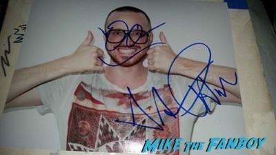 aaron paul krysten ritter jimmy kimmel live 2014 signing autographs 3