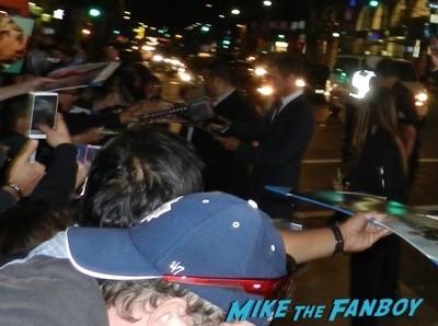 black hat movie premiere chris hemsworth signing autographs 4