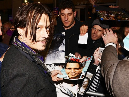 johnny-depp-signing autographs Mordecai premiere