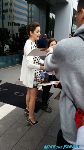 Marion Cotillard signing autographs spirit awards brunch patricia arquette jessica chastain 3