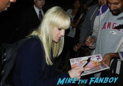 Anna Faris signing autographs jimmy kimmel live 2015 11