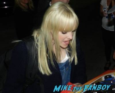 Anna Faris signing autographs jimmy kimmel live 2015 5