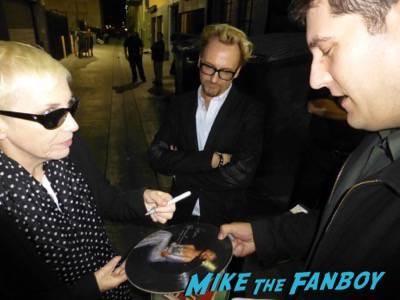 Annie Lennox signing autographs nostalgia live in concert los angeles 12